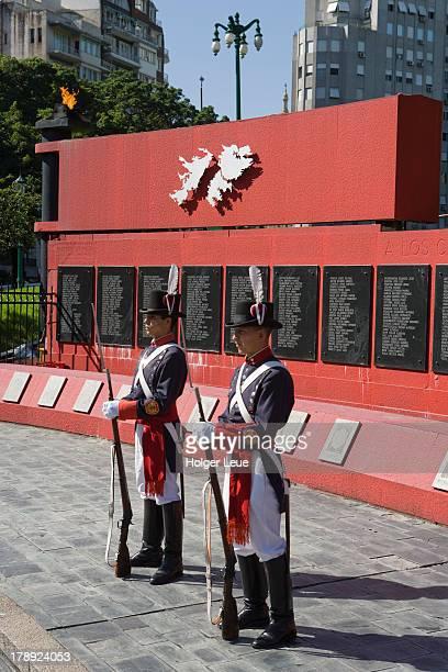 soldiers at malvinas falkland war memorial - falklands war stock pictures, royalty-free photos & images