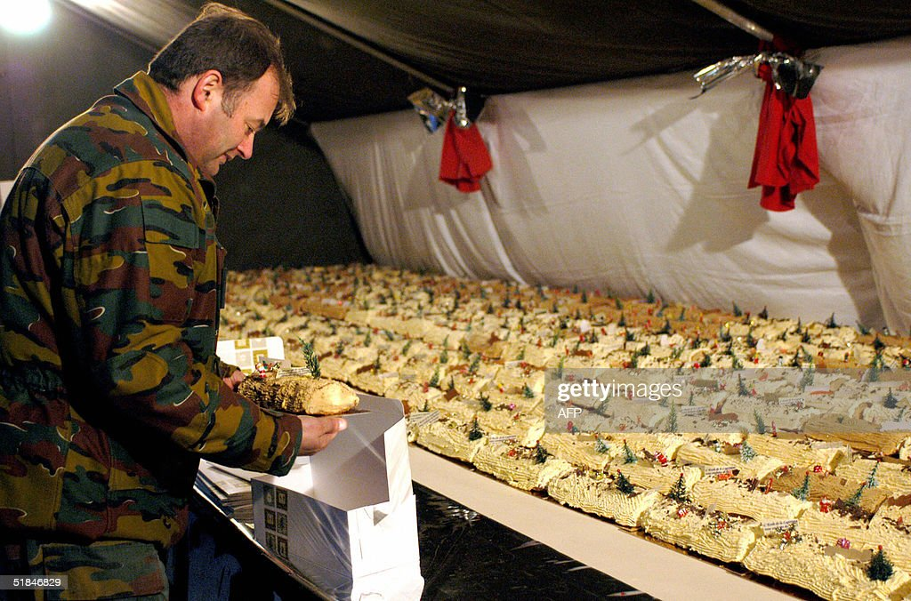 Soldiers based in Tournai sell servings : News Photo