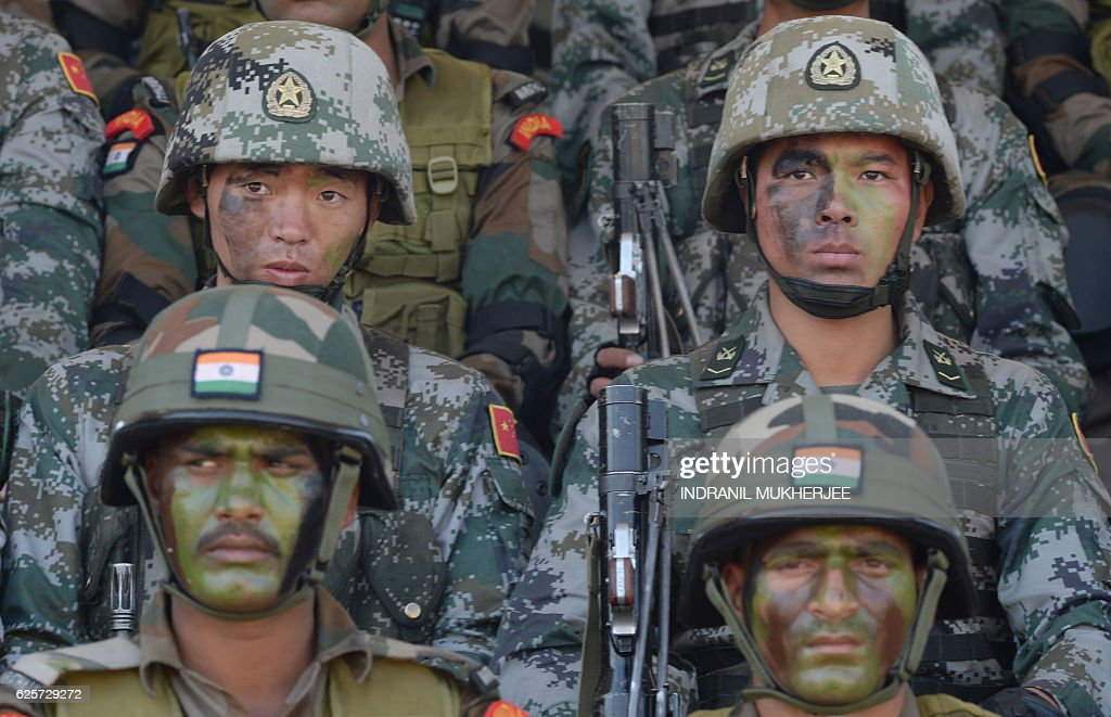 INDIA-CHINA-POLITICS-DEFENCE : News Photo