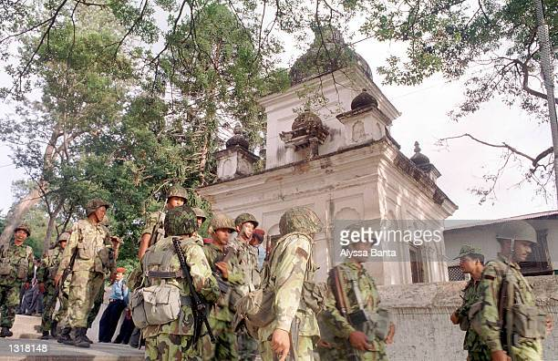 Soldiers gather as extra security before the funerals of the Nepal''s King Birendra and Queen Aishwarya June 2 2001 at the Pashupati Nath Arya Ghat...