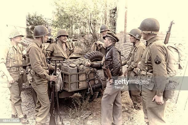 wwii soldados prepara-te para sair de patrulhaconstellation name (optional - segunda guerra mundial imagens e fotografias de stock