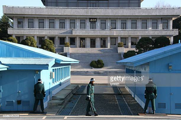 soldiers guard the border between north and south korea - korean demilitarized zone stock pictures, royalty-free photos & images