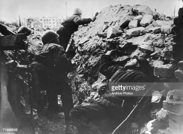 Soldiers in a trench during the Battle of Stalingrad World War II circa 1942 In the background is the apartment block known as Pavlov's House in...