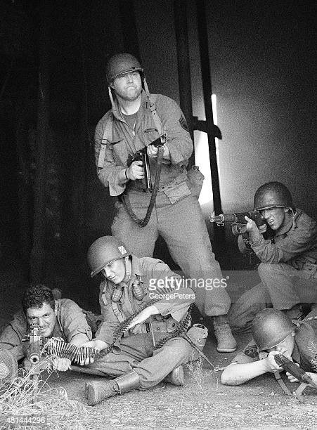 soldiers in combat - korean_war stock pictures, royalty-free photos & images