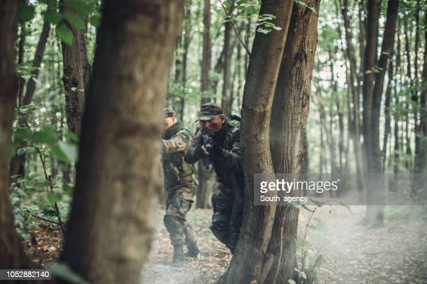 soldiers in forest - battlefield stock pictures, royalty-free photos & images