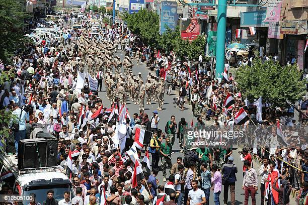Soldiers of the People's Resistance Forces loyal to President of Yemen Abd Rabbuh Mansur Hadi take part in a military parade during the 54th...