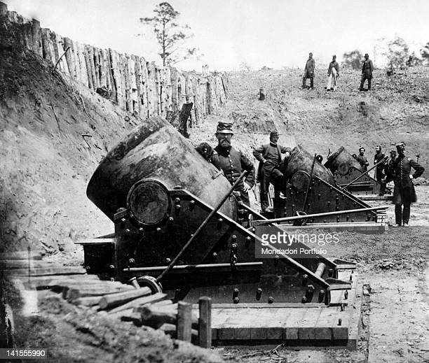 Soldiers of the Union Army posing next a mortar battery during the America Civil War Yorktown April 1862