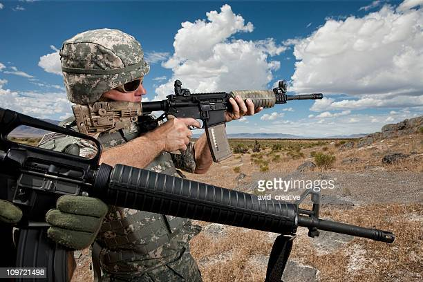 soldiers patrolling in desert - ar 15 stock pictures, royalty-free photos & images