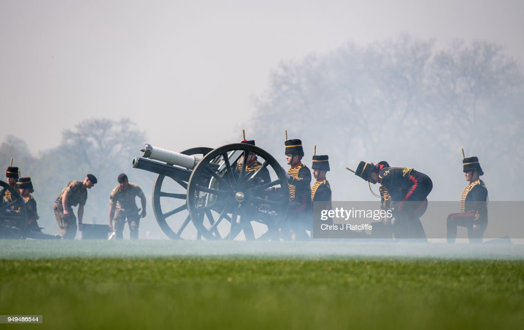 41 Gun Salute Held In Hyde Park To Celebrate The Queen's 92nd Birthday : News Photo