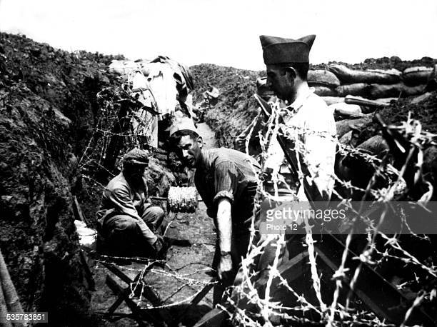 Soldiers setting barbed wires on the Chemin des Dames JulyAugust 1917