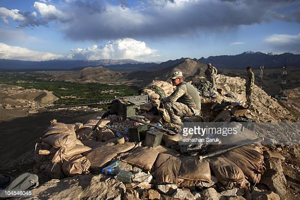 US soldiers with the 3rd Brigade 10th Mountain Division man an observation post May 5 2009 in the Tangi Valley Wardak Province Afghanistan The 10th...