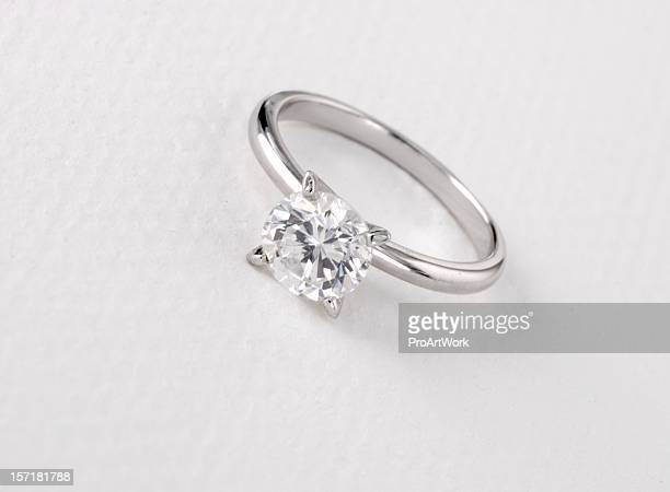solitaire diamond ring - diamond ring stock pictures, royalty-free photos & images