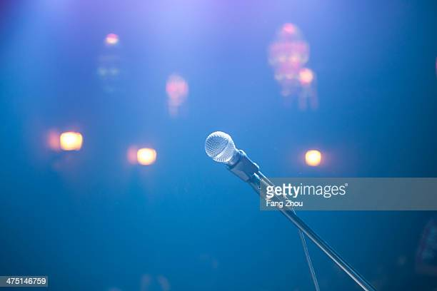 solitary microphone and spotlights in smoky nightclub - stage performance space stock pictures, royalty-free photos & images