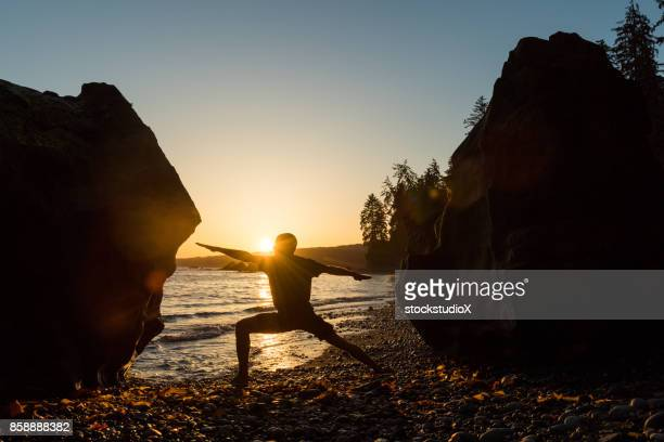 solitutude and relaxation through yoga - foresta temperata foto e immagini stock