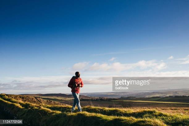 solo hiker - the bigger picture stock pictures, royalty-free photos & images