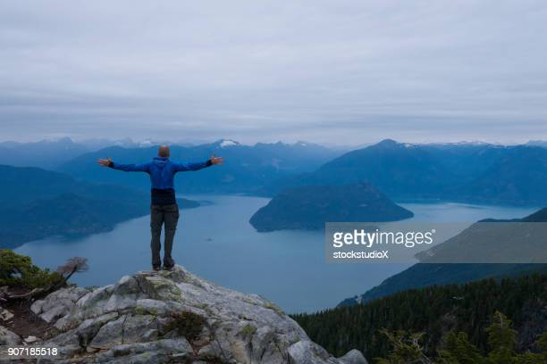 solo travel - montanhas north shore imagens e fotografias de stock