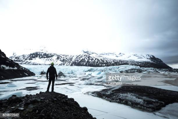 solo traveler exploring iceland - arctic stock pictures, royalty-free photos & images