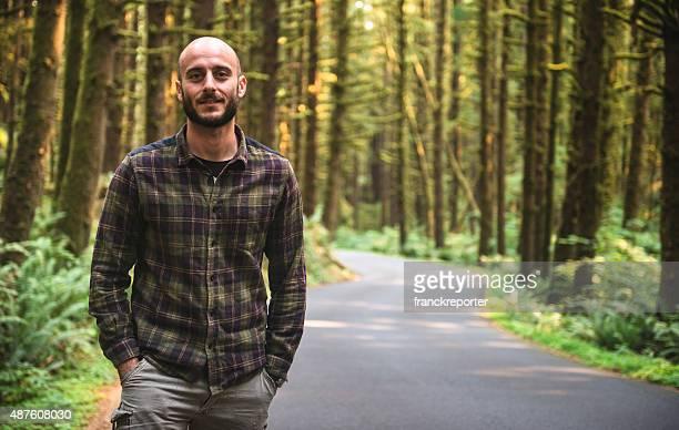 viaja sozinho caminhada no parque-oregon - careca - fotografias e filmes do acervo