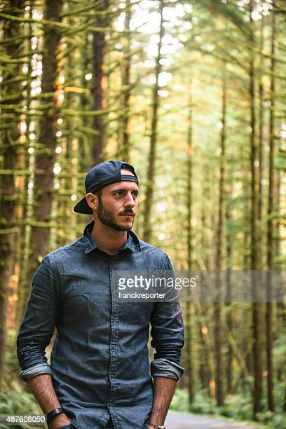 solo traveler walking in the park - oregon - snapping the ball stock pictures, royalty-free photos & images