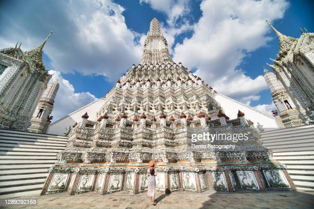 solo traveller in wat arun ratchawararam ratchawaramahawihan (temple of dawn) - royal tour stock pictures, royalty-free photos & images