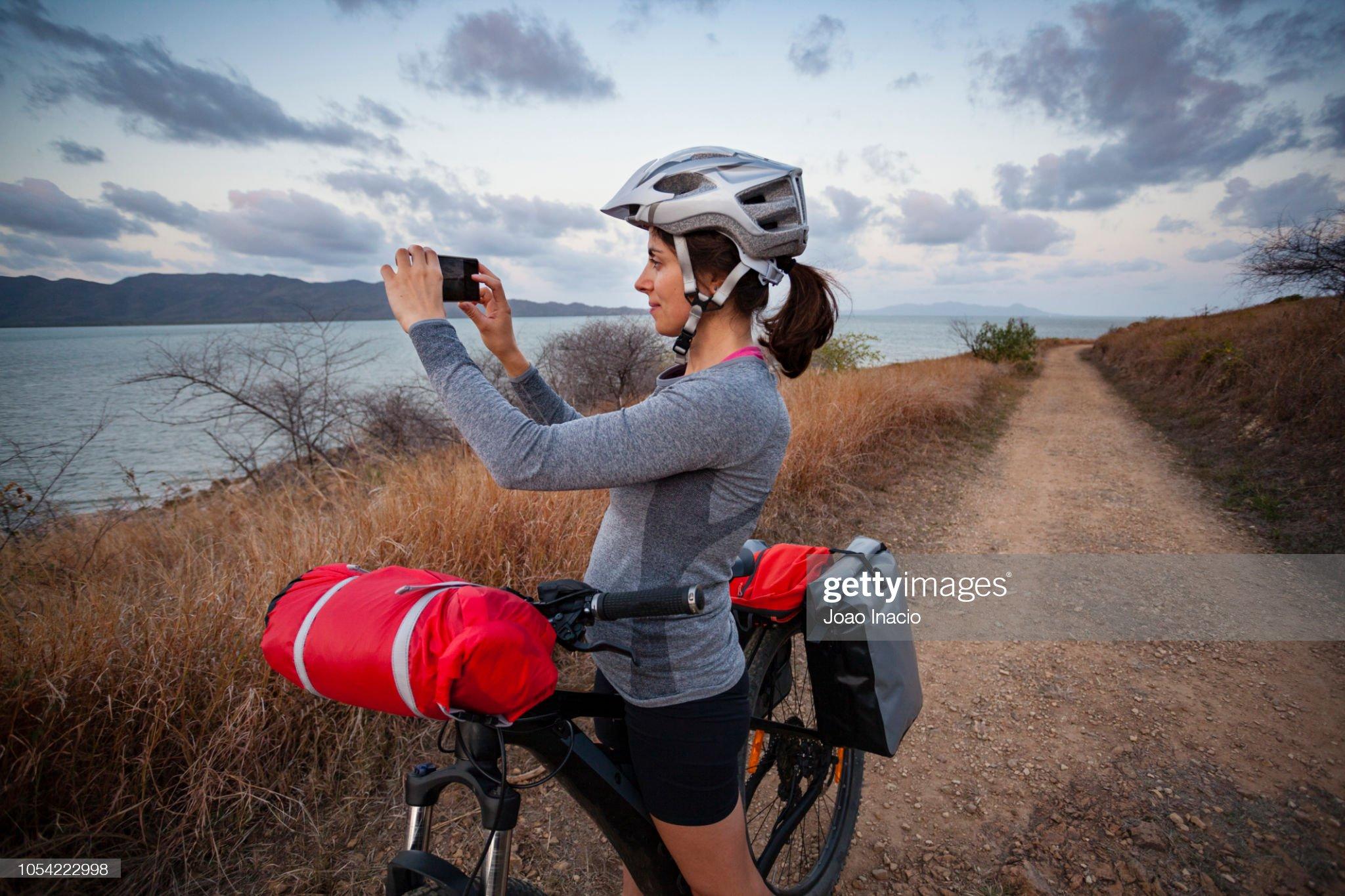 Solo Woman Bike-packing in Remote Australia : Stock Photo