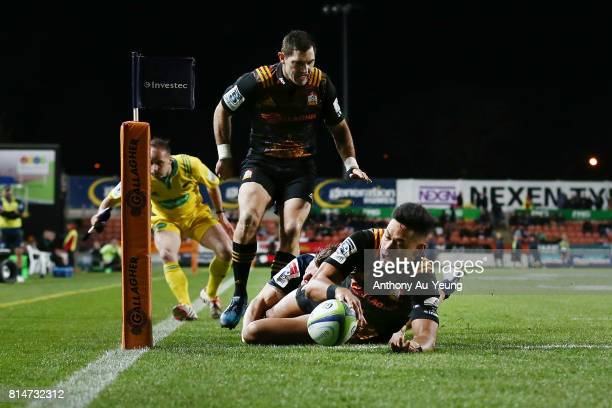 Solomon Alaimalo of the Chiefs scores a try during the round 17 Super Rugby match between the Chiefs and the Brumbies at Waikato Stadium on July 15...