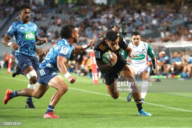 Solomon Alaimalo of the Chiefs scores a try during the round one Super Rugby match between the Blues and the Chiefs at Eden Park on January 31, 2020...