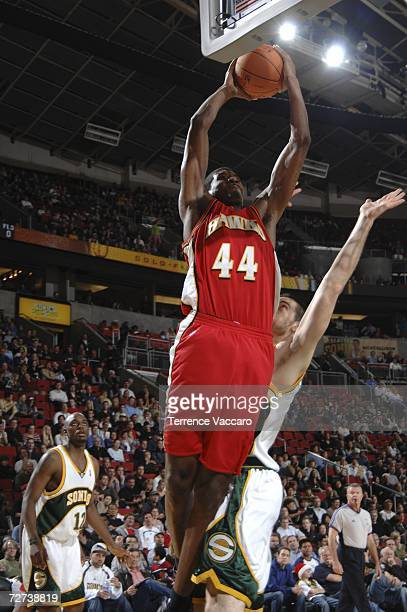 Solomon Jones of the Atlanta Hawks goes to the basket against against Nick Collison of the Seattle SuperSonics December 5 2006 at the Key Arena in...