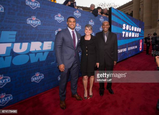 Solomon Thomas of Stanford poses for a picture with his mother Martha Thomas and father Chris Thomas on the red carpet prior to the start of the 2017...