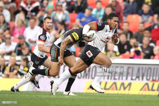 Solomone Kata of the Warriors makes a break during the round 10 NRL match between the Penrith Panthers and the New Zealand Warriors at Pepper Stadium...