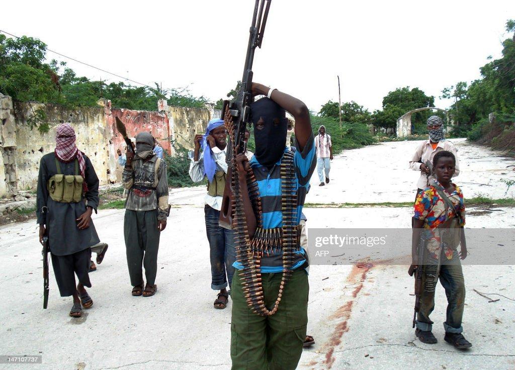 Somali Islamist insurgents patrol a stre : News Photo