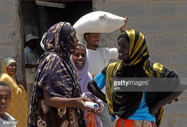 Somali refugees socialize on April 30 2008 in Kharaz refugee camp some 150 km west of Aden where they are being housed by the United Nation High...