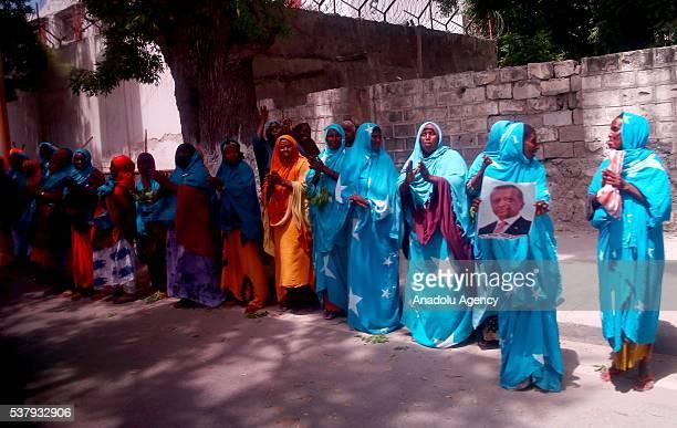 Cumhurbakan Recep Tayyip Erdoan resmi ziyaret için bulunduu Somali'nin bakenti Mogadiu'da Cumhurbakan Hasan eyh Mahmud ile birlikte Türkiye'nin...