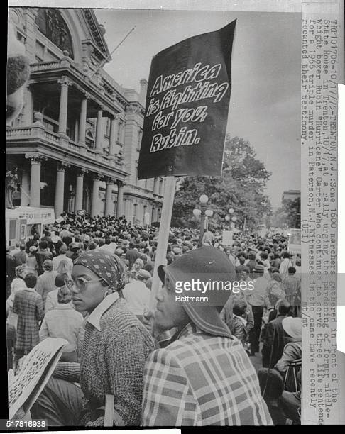 Some 1600 marchers gathered in front of the State House in Trenton here at a rally urging the pardoning of former middleweight boxer Rubin Hurricane...