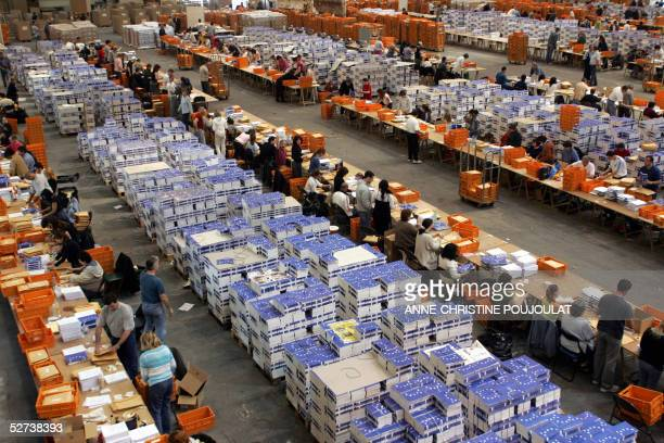 Some 320 employees of the Bouches du Rhone prefecture prepare envelopes with ballots and documentation 30 April 2005 in the southern port city of...