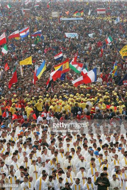 Some 900,000 pilgrims and clerics attend World Youth Day Mass at the Marienfeld with Pope Benedict XVI on August 21, 2005 near Cologne, Germany....