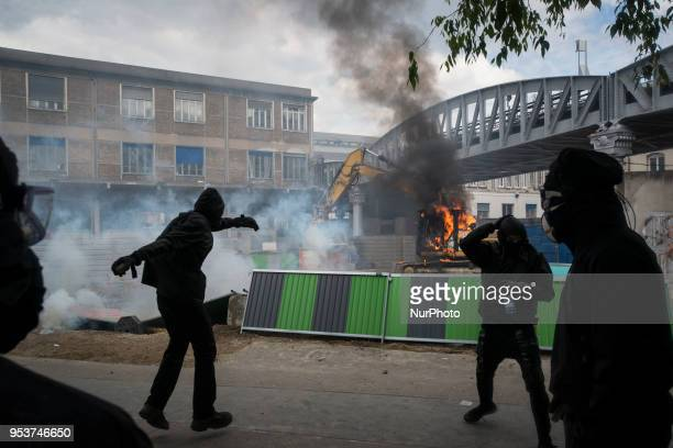Some Black Blocs manifestants burning a digger truck next to Austerlitz train station Thousands of persons between 20 000 and 55 000 have gathered in...