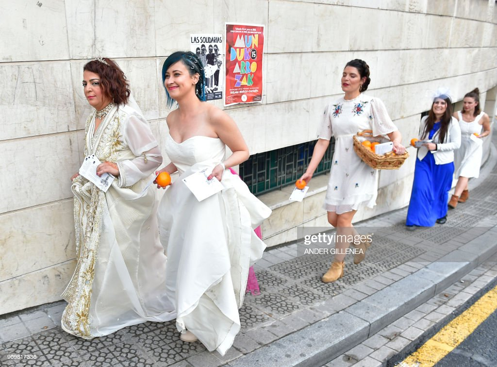 brides-in-mass-nude-protesters