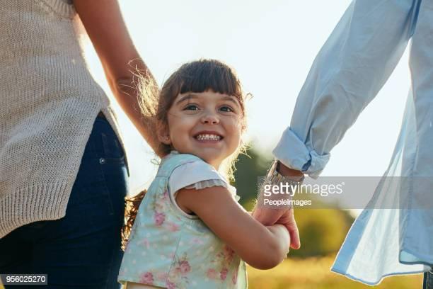 alguns o chamam de pais, eu os chamo de anjos da guarda - carinhoso - fotografias e filmes do acervo