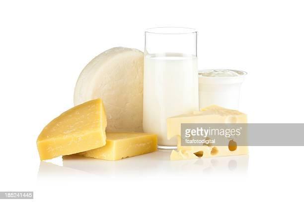 Einige Milchprodukte Aufnahme auf reflektierende weißem Hintergrund