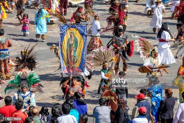 méxico-virgen de guadalupe-peregrinos-nativos americanos - festival de la virgen de guadalupe fotografías e imágenes de stock