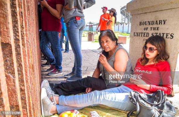 アメリカ/メキシコ国境-壁 - usボーダーパトロール ストックフォトと画像