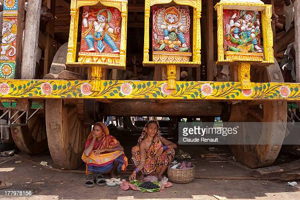 CONTENT] Some pilgrims taking a rest under the shade of one of the chariots In June it can be very hot in Puri and in Orissa