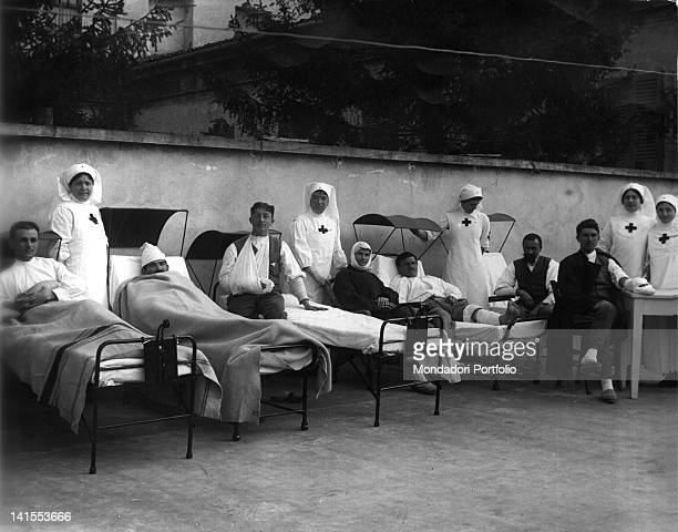 Some Red Cross nurses attending wounded soldiers in an Italian military hospital Italy 1910s