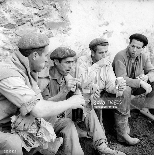 Some workers with a basque beret eat and drink during their lunch break Spain 1962
