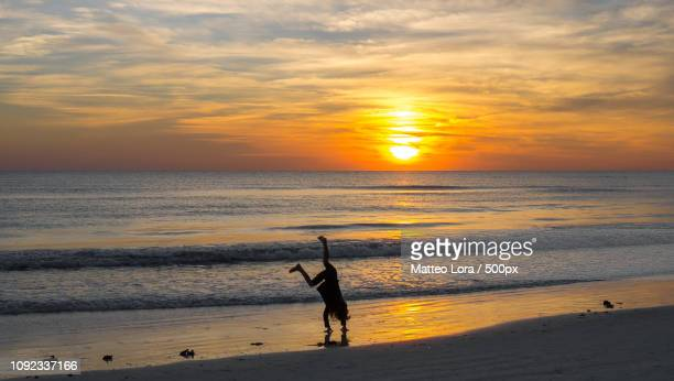 somersault during a sunset in siesta key! - siesta key foto e immagini stock