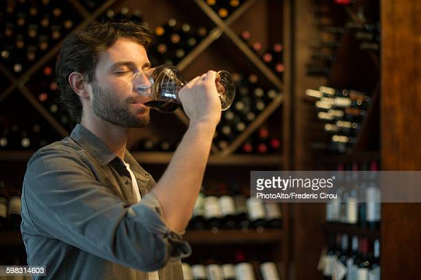 sommelier tasting glass of wine - ワインセラー ストックフォトと画像
