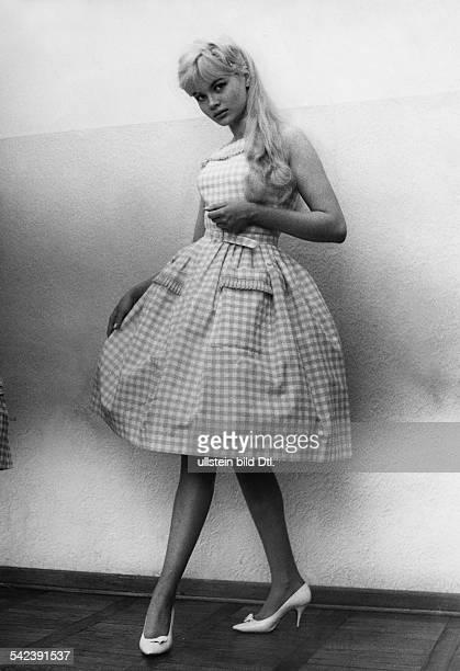 Sommerkleid aus kariertem Vichy mit Petticoat1960