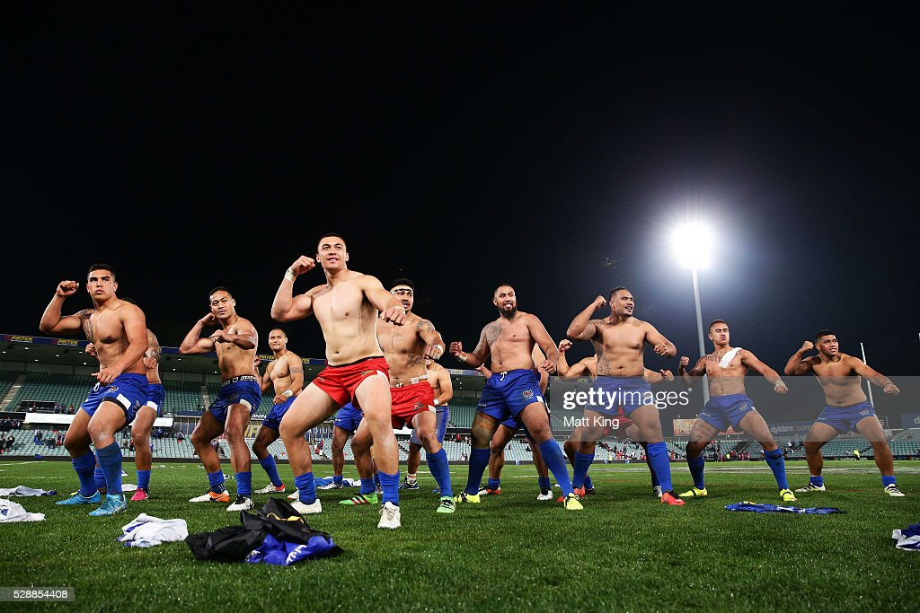 Somoa performs the Samoan war dance Siva Tau during the International Rugby League Test match between Tonga and Samoa at Pirtek Stadium on May 7, 2016 in Sydney, Australia.