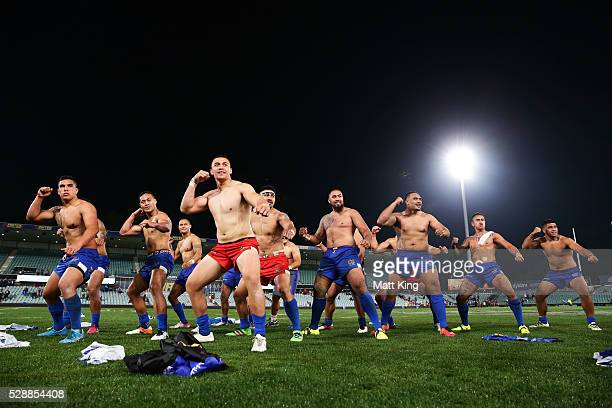 Somoa performs the Samoan war dance Siva Tau during the International Rugby League Test match between Tonga and Samoa at Pirtek Stadium on May 7 2016...